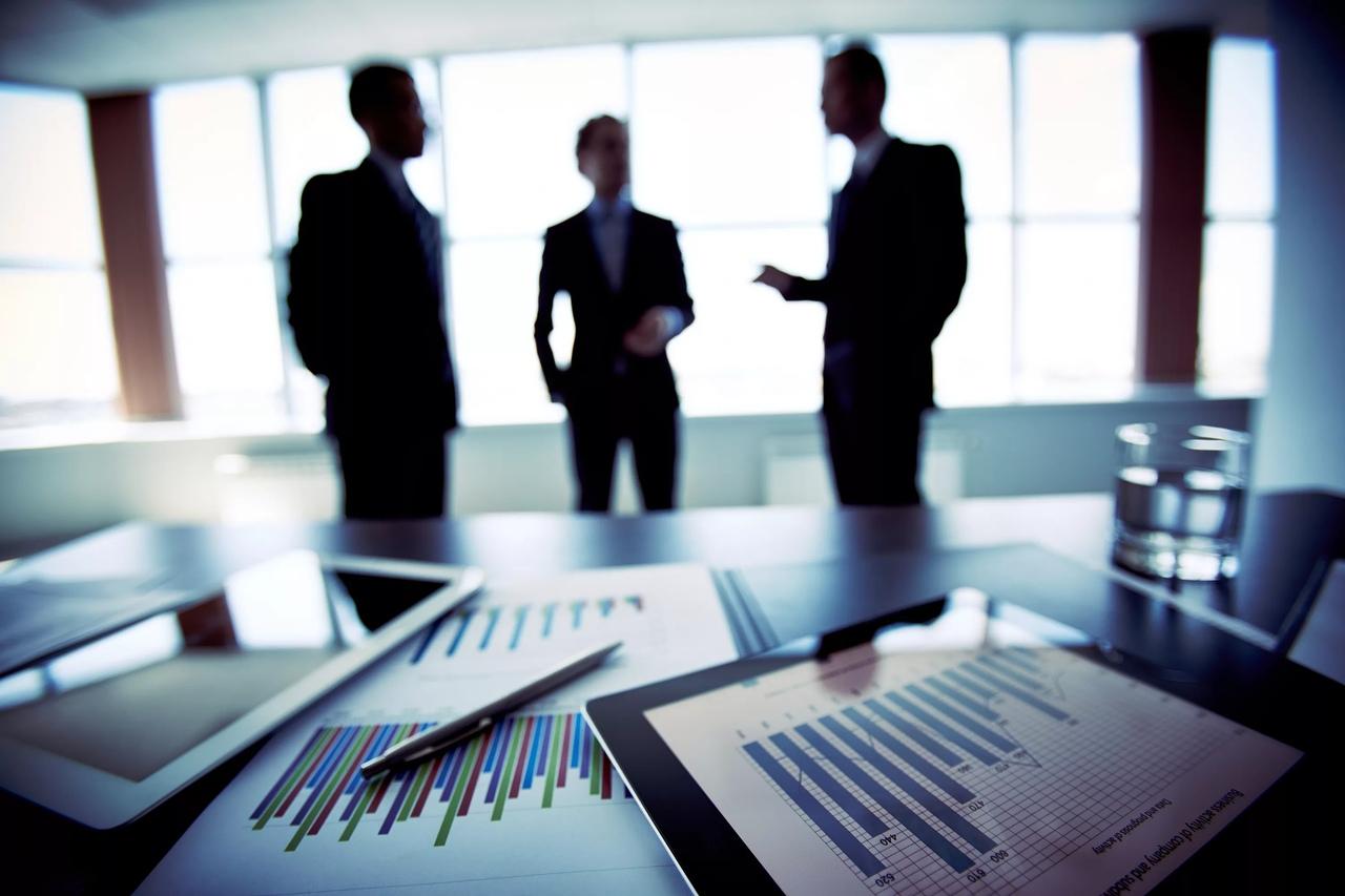 Консультирование по вопросам коммерческой деятельности и управления